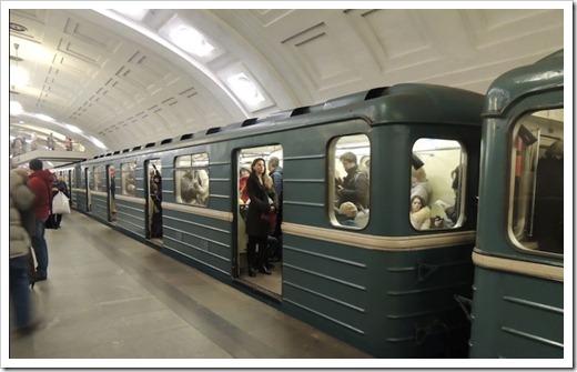 Как доехать до гостиницы Космос на метро?