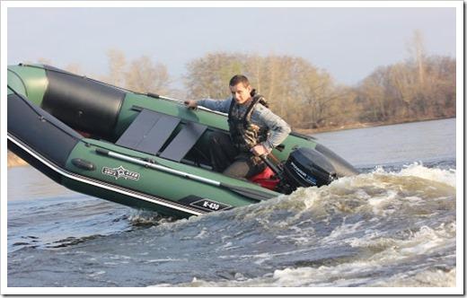 Сливной клапан и вода в лодке